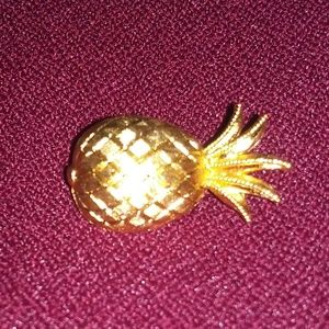 Vintage Jewelry - Vintage Crown Trifari signed pineapple brooch